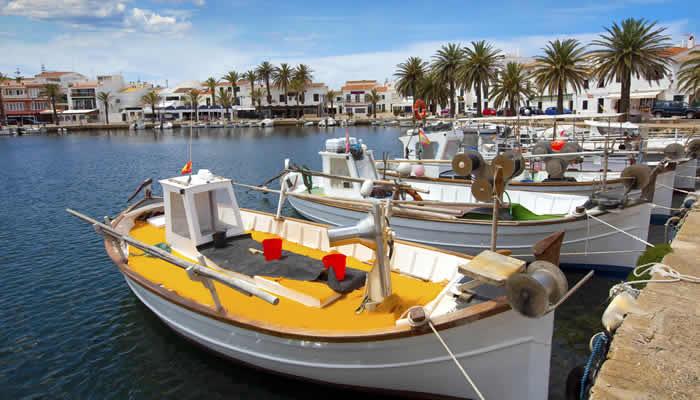Met de boot op Menorca
