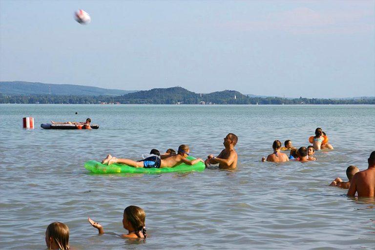 Aanbiedingen en korting Balatontourist Camping Napfény Révfülöp