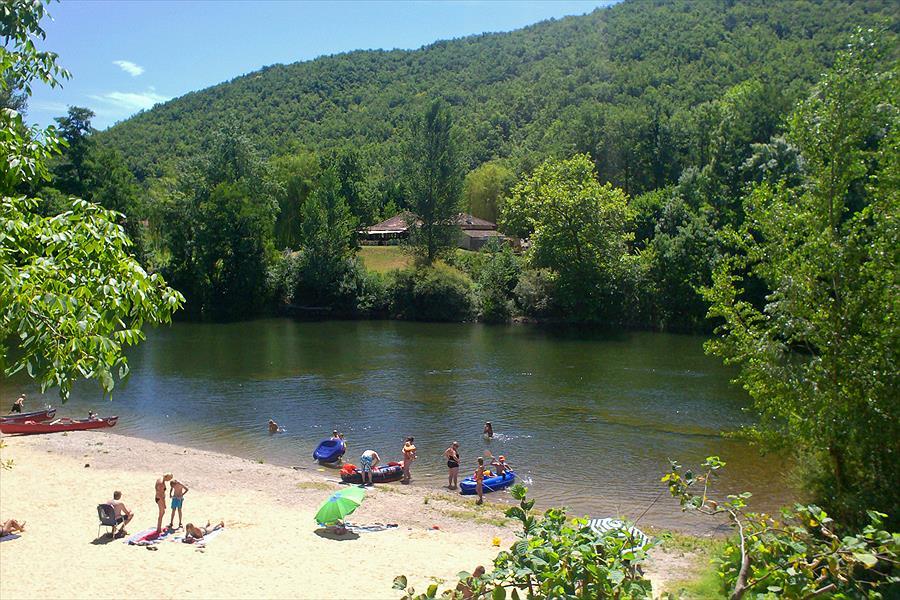 Camping Les Vignes in Puy-l'Évêque is een kindvriendelijke camping in Frankrijk