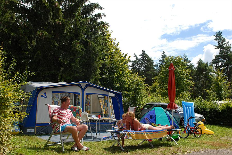 Camping Yelloh! Village Fayolan in Clairvaux-les-Lacs is een kindvriendelijke camping in Frankrijk