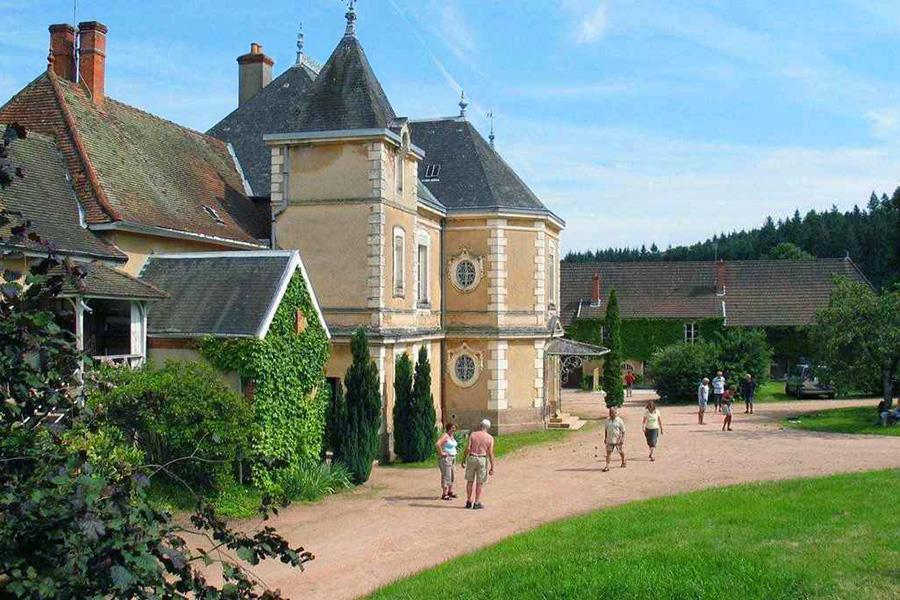 Aanbiedingen en korting Camping Le Château de Montrouant Gibles