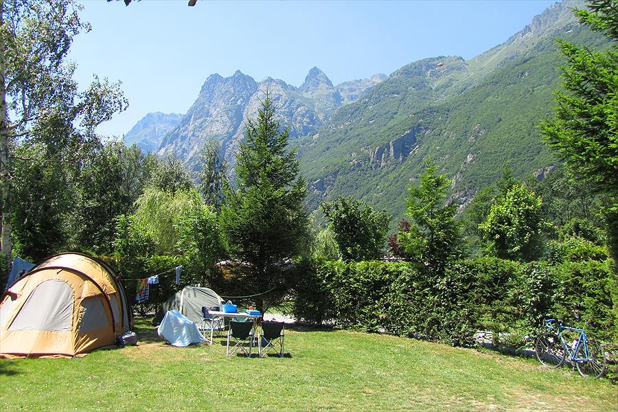 Camping Le Château de Rochetaillée in Le Bourg-d'Oisans is een kindvriendelijke camping in Frankrijk