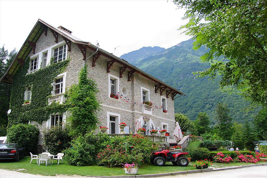 Camping Le Château de Rochetaillée bij Le Bourg-d'Oisans (Isère)