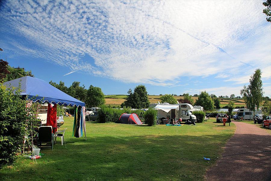 Camping Huttopia Étang de Fouché in Arnay-le-Duc is een kindvriendelijke camping in Frankrijk