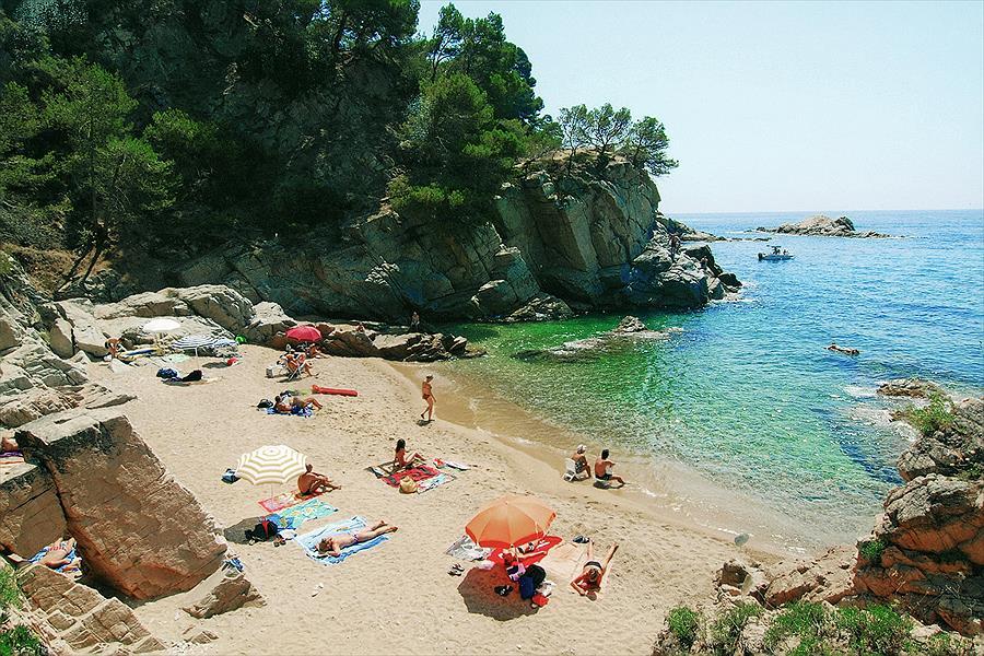 Camping Cala Llevadó in Tossa de Mar is een kindvriendelijke camping in Spanje