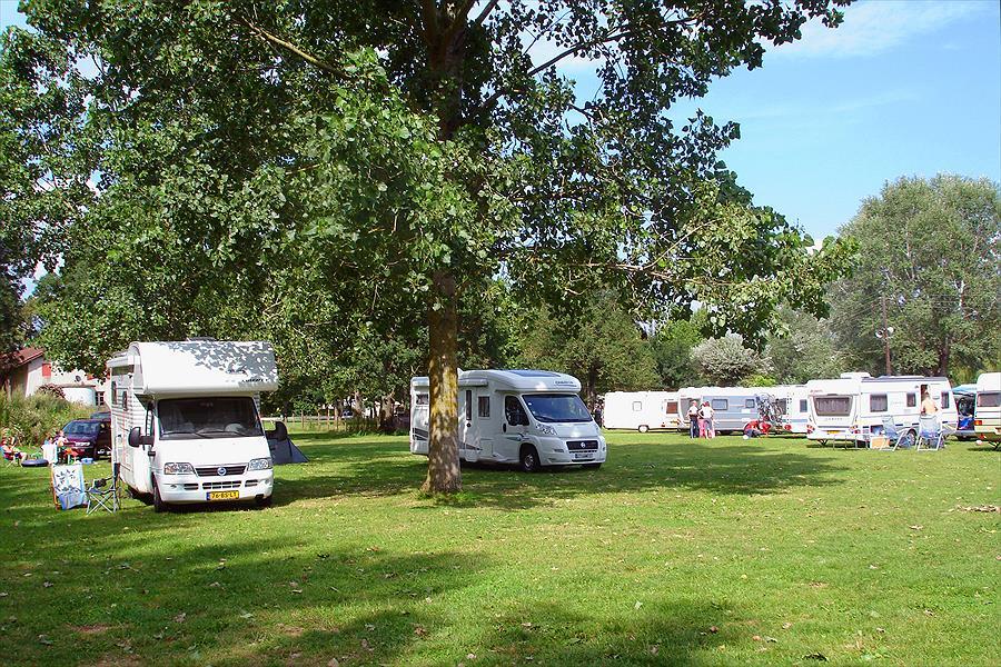 Camping Aux Rives du Soleil bij Pont-de-Vaux (Ain)
