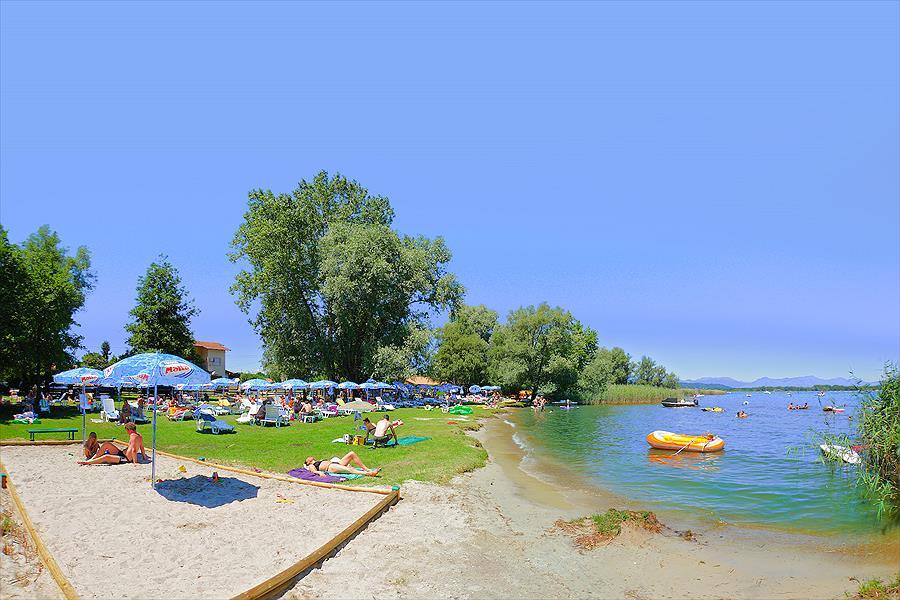 Camping Village Lago Maggiore in Dormelletto is een kindvriendelijke camping in Italië