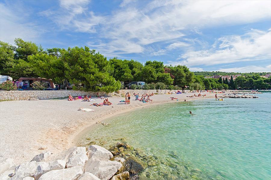 Camping Rozac bij Okrug Gornji (Split-Dalmatië)