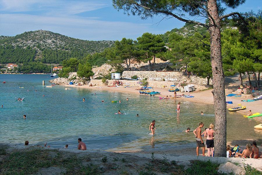 Camping Oaza Mira in Drage is een kindvriendelijke camping in Kroatië