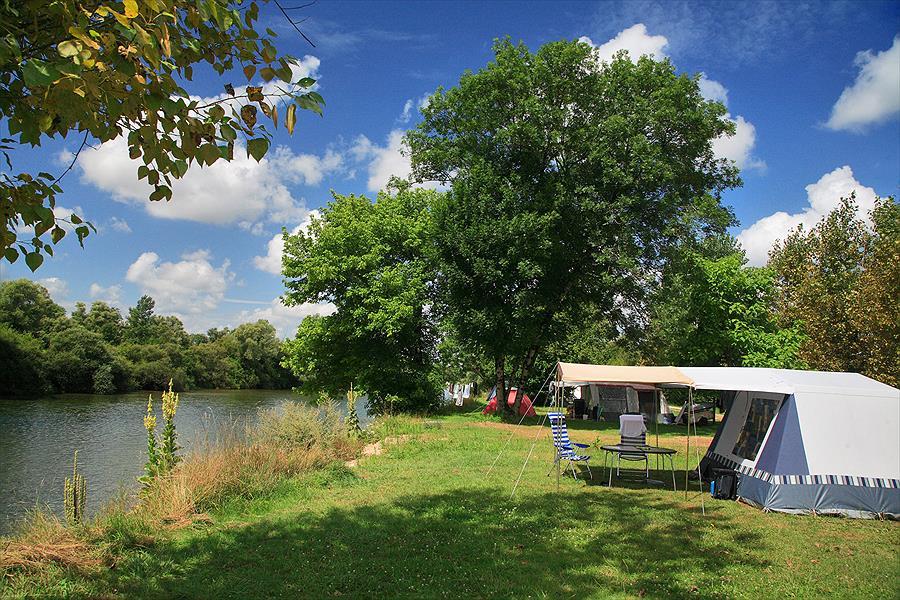Camping Huttopia La Plage Blanche in Ounans is een kindvriendelijke camping in Frankrijk